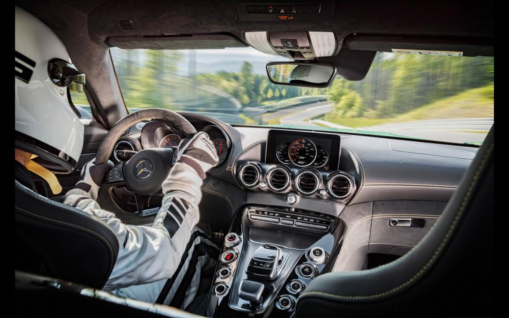 2017-Mercedes-AMG-GT-R-Interior-2-1280x800