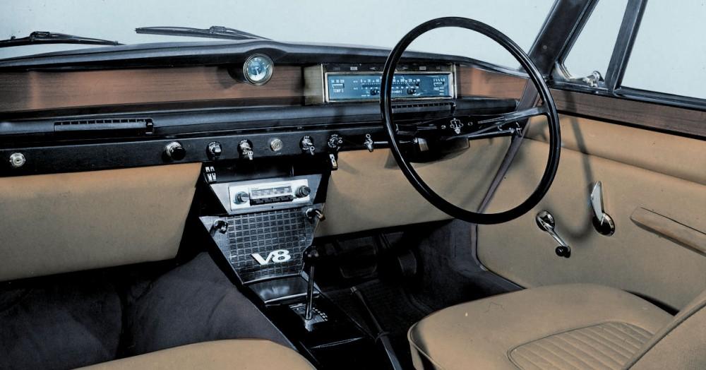p6-v8-interior