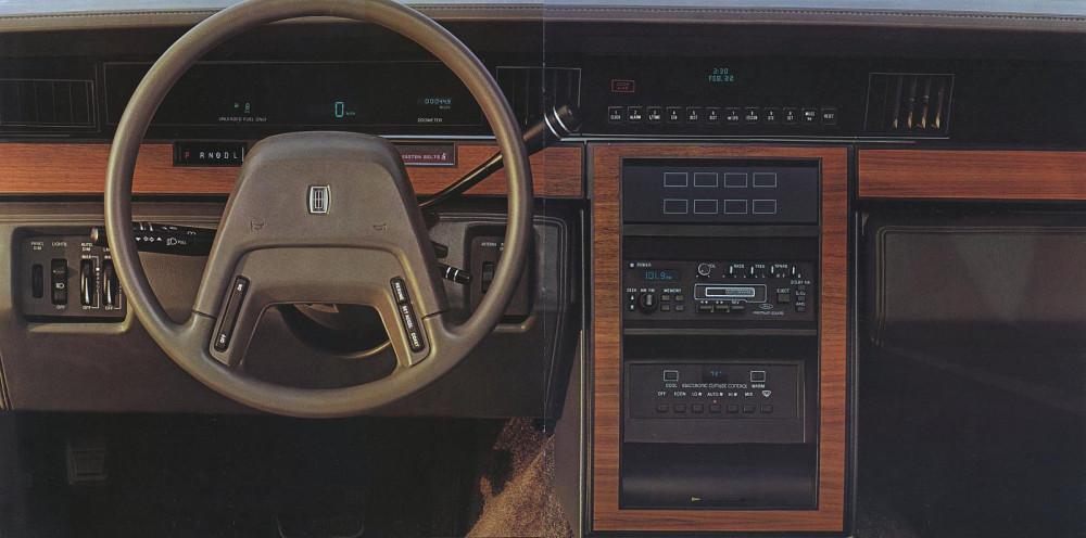1985 Lincoln Full Line Prestige-32-33