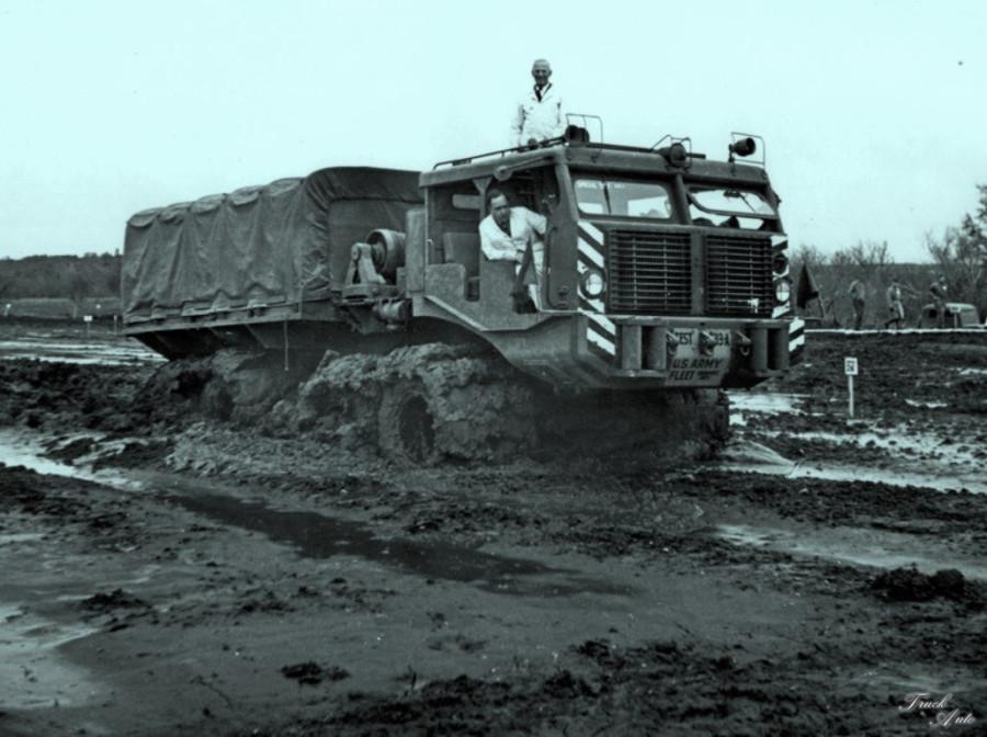 1299759932_truck-auto.info_sterling_t26e_001