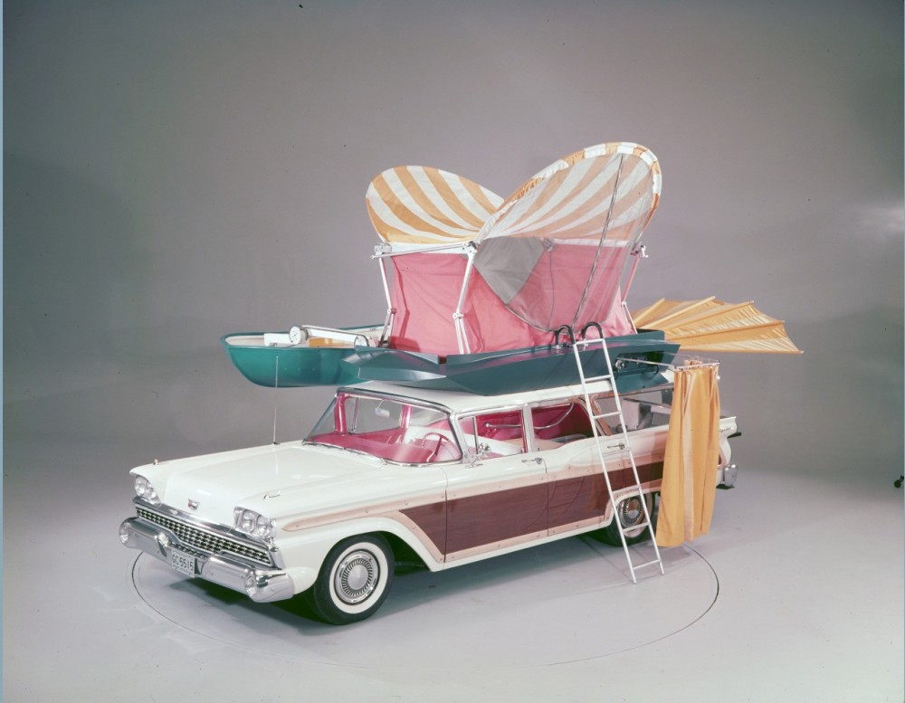 1959-Ford-Country-Squire-with-push-button-station-wagon-living-equipment-neg-C991-2(1)