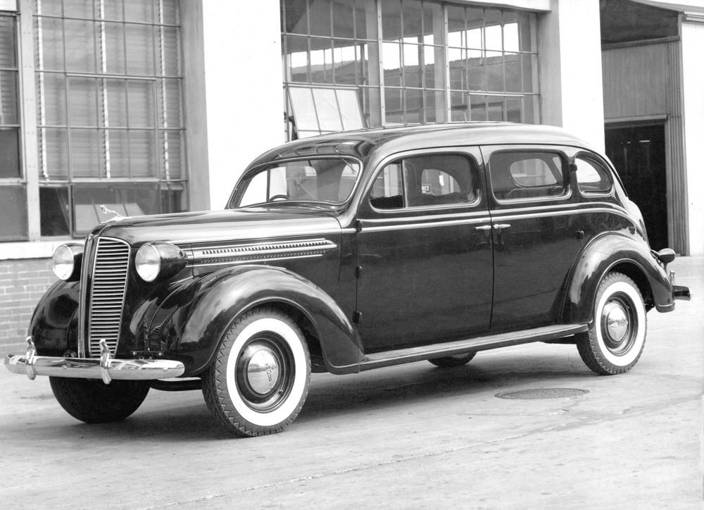 1937 Dodge D5 touring sedan