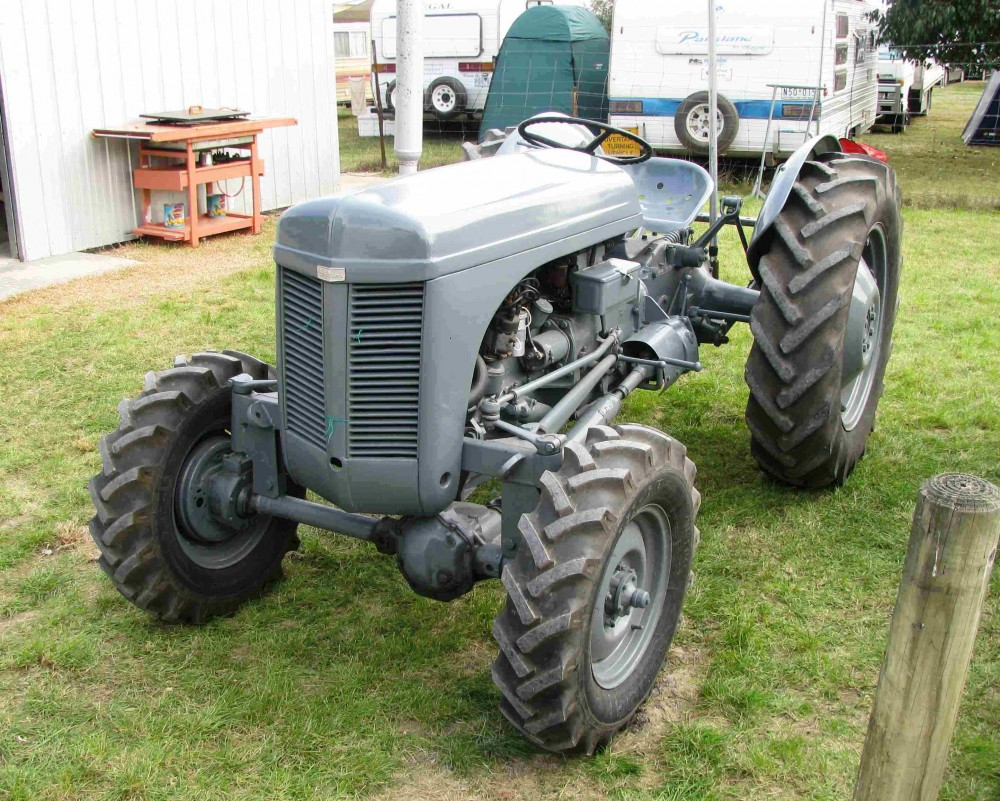 Ferguson tractor 4x4