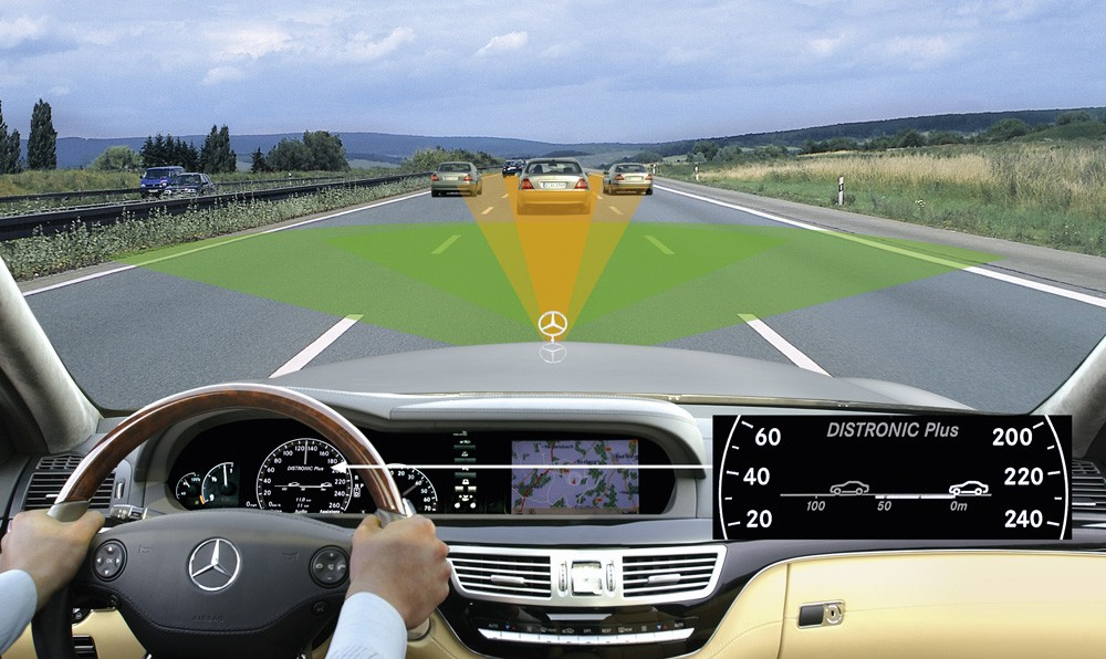 Mercedes-Benz S-Class DISTRONIC PLUS uses both 77-GHz long-range radar and the newly developed cl