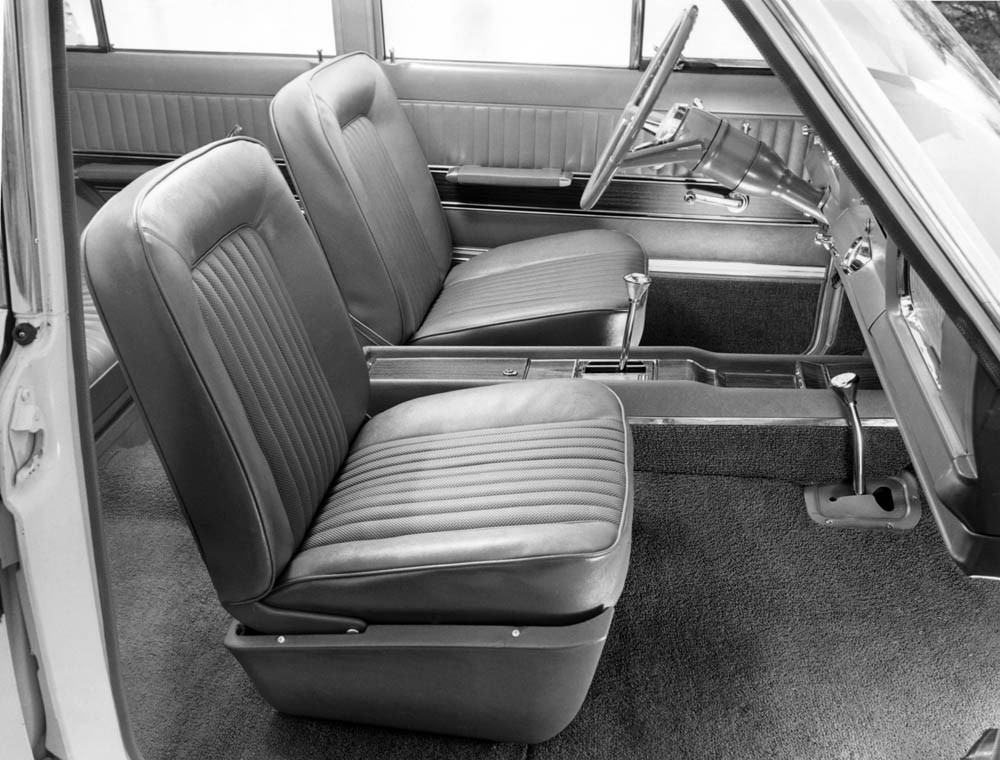 1966-Jp-Super-Wagoneer-interior 2
