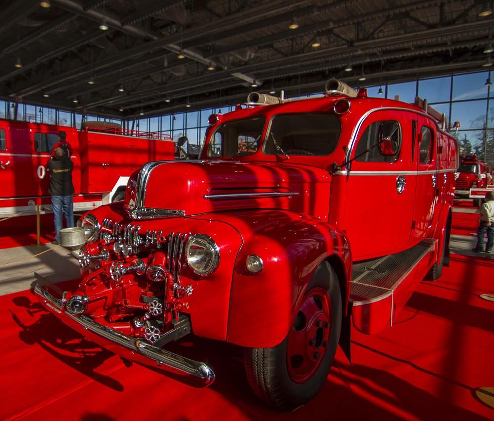 Пожарный Ford на выставке Пожарных.
