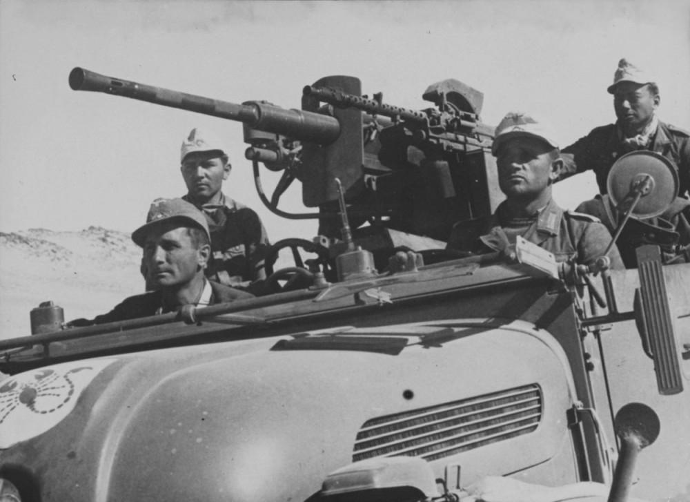 (Sonderkommando DORA) из полка Бранденбург 800 на автомобиле Steyr 1500 A1 mit 20 mm KwK 38 Series (4x4) s.gl. Einheits-Pkw в Ливии.