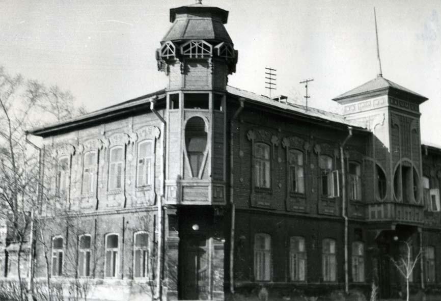Угол улиц Коммуны и Елькина 1967.jpg