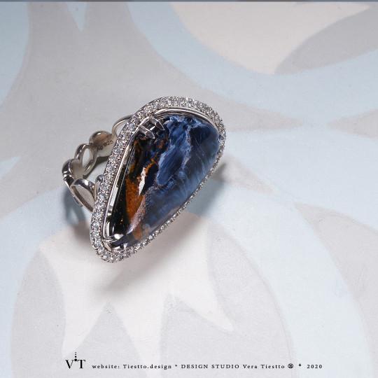 Кольцо NAMIBIA  с минералом петерсит и топазами в серебре. Коллекция INFINITY