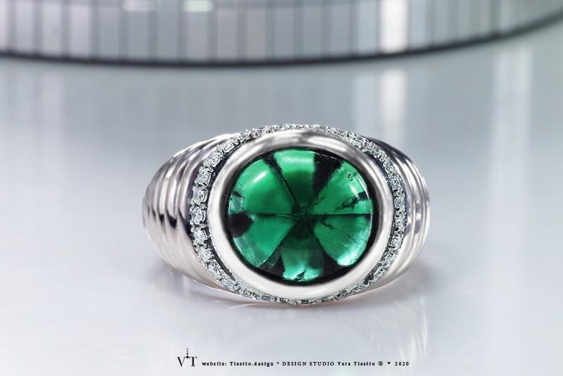 Мужское кольцо TELEPORT, платина с бриллиантами и изумрудом трапиче