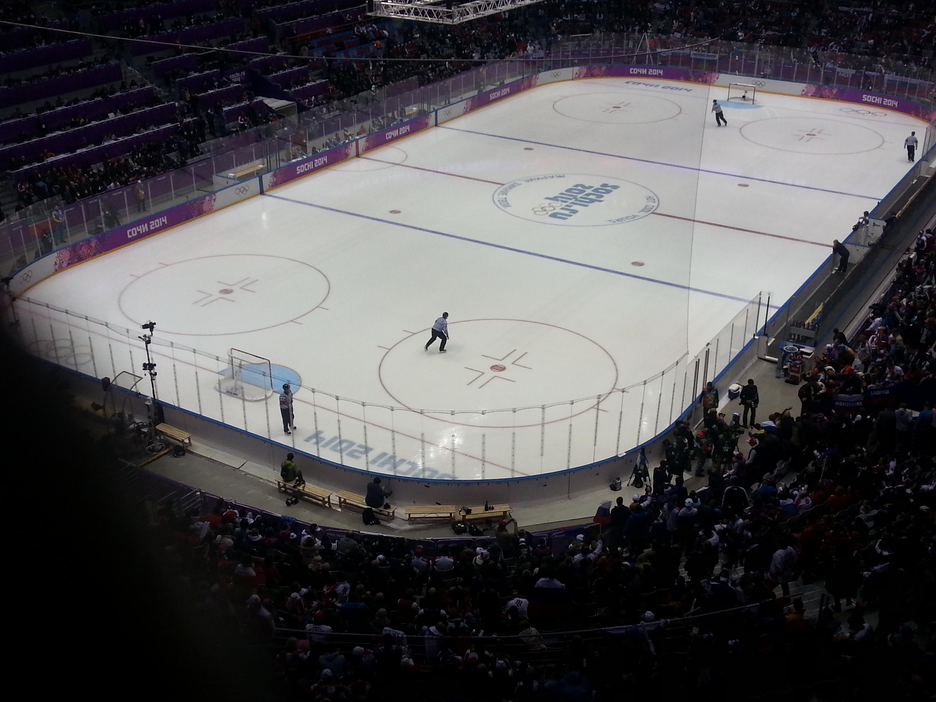 Хоккейное поле  сверху