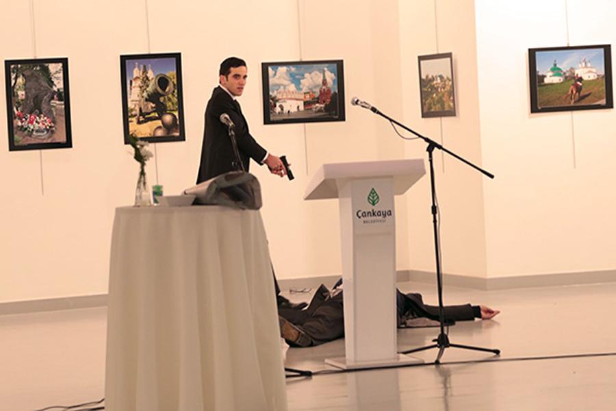 Место убийства посла России в Турции Андрея Карлова