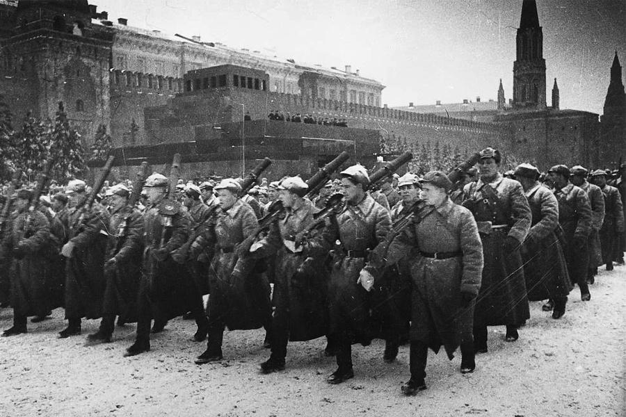Красная армия на Красной площади