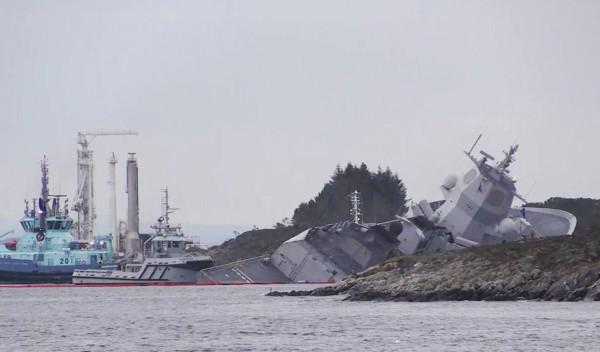 4-ая потеря на учениях Trident Juncture 2018:фрегат ВМС Норвегии Helge Ingstad столкнулся с танкером