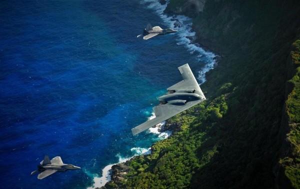 «Невидимки» ВВС США В-2 и F-22 над Гуамом