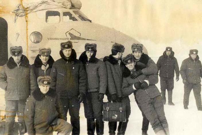 Аварийная посадка в поле самолета Ан-26Ш 46-го УАП Ворошиловградского ВВАУШ