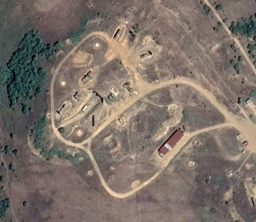 Пораженные БЛА Хароп и оставленные позиции ЗРК С-300ПС в районе Степанакерта