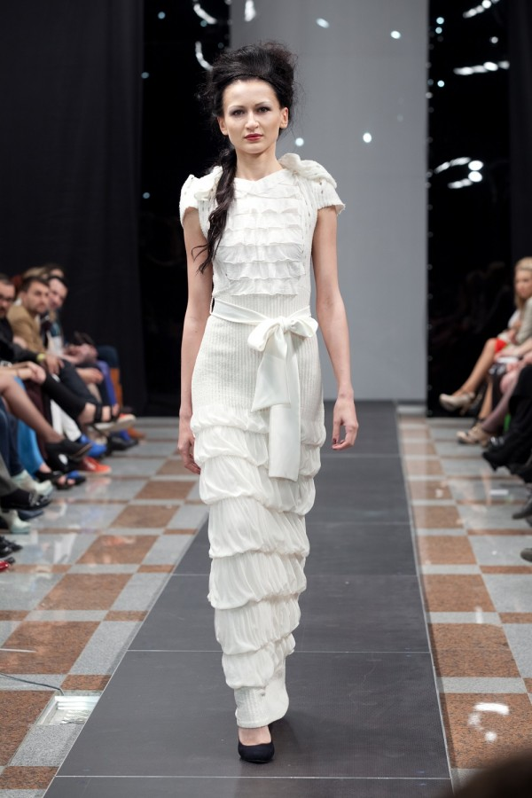 Длинное белое вечернее платье в пол