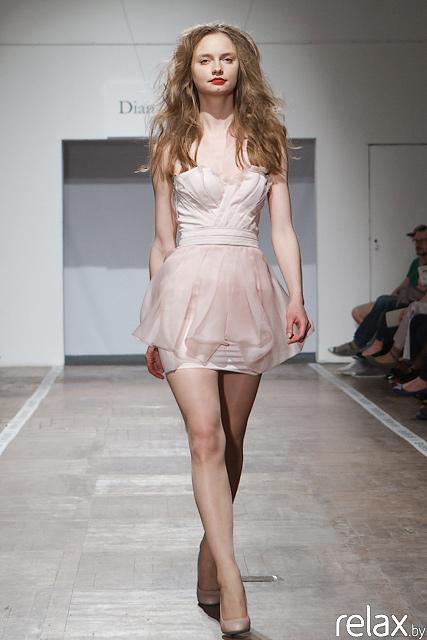 короткое розовое платье на корсете