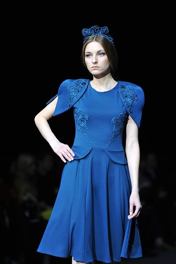 платье в русском стиле с кружевом