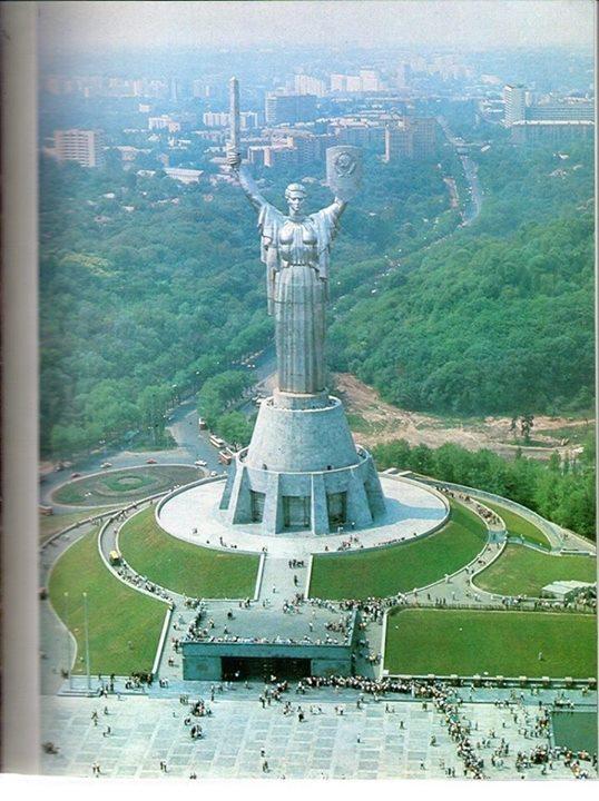 1980-е-годы.-Памятник-Родина-Мать