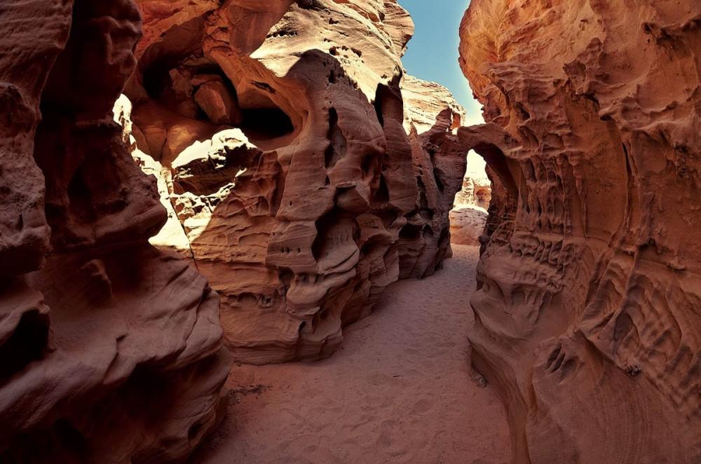 Древние рейдеры планеты: как использовать воду для добычи ископаемых и сокрытия следов