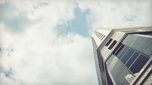 белое здание