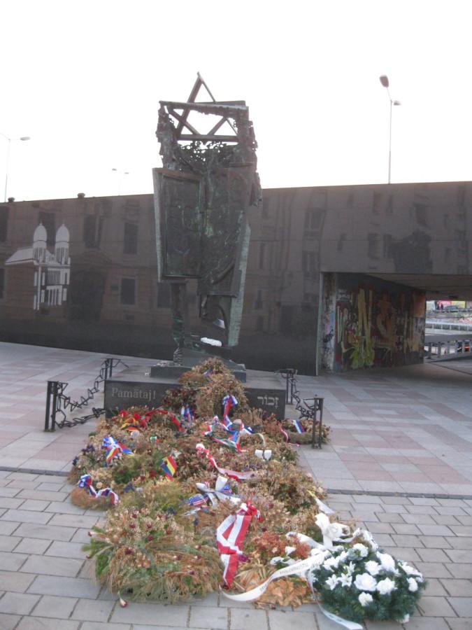 IMG_7411 - памятник погибшим в Холокосте словацким евреям.JPG