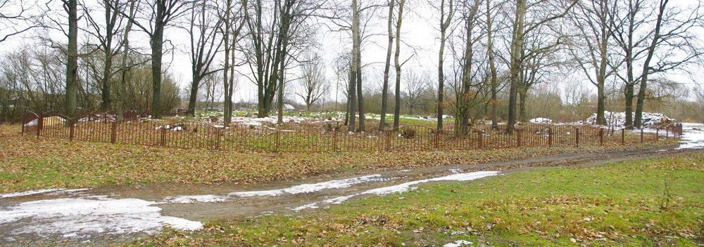 Logishin cemetery 1.jpg