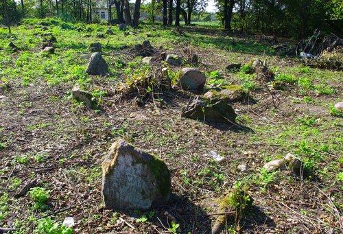 Logishin cemetery 3.jpg