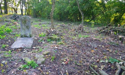 Logishin cemetery 4.jpg