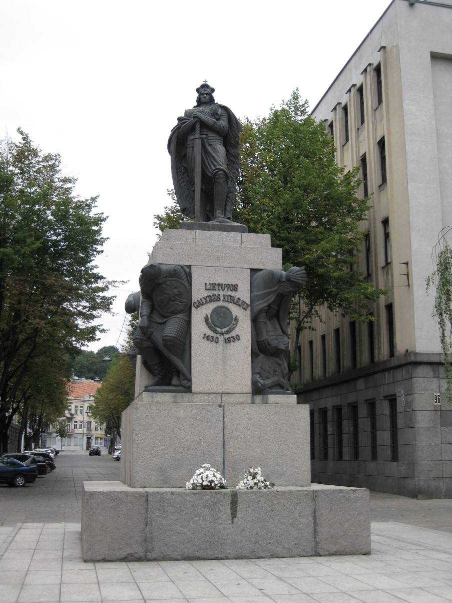 Picture 293 - Лайсвес аллея. Памятник Витовту