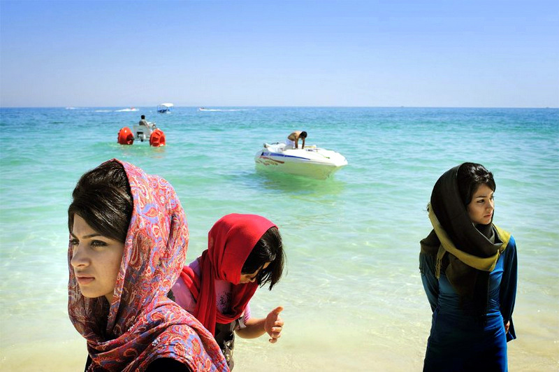 Парень на острове женщин фото 152-600