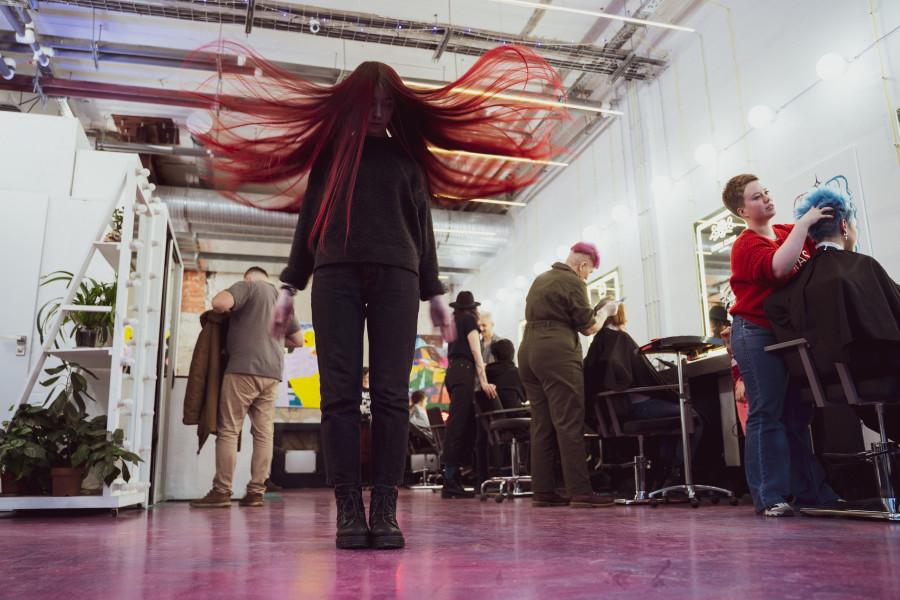 Жена в шоке! Дочка покрасила волосы в фиолетовый цвет