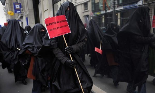 Мусульманская неделя моды в Европе (33 фото)