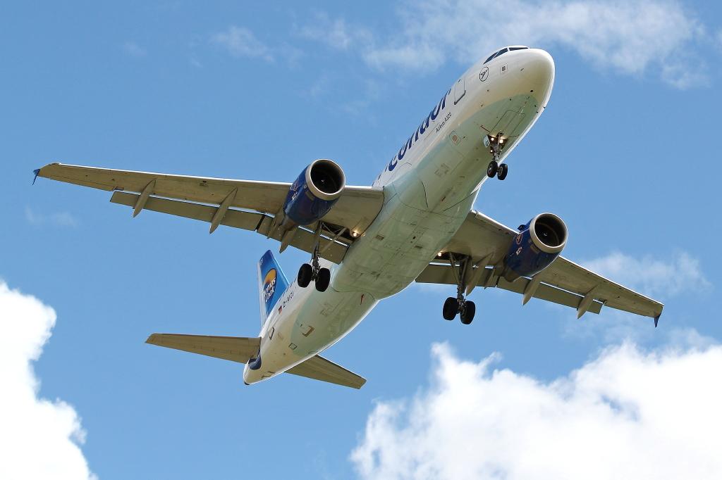 04 Condor Airbus A320-212