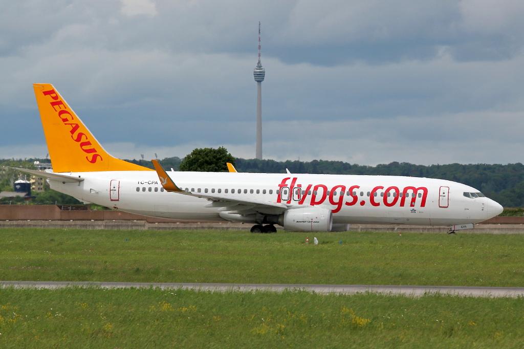 15 Pegasus Airlines Boeing 737-82R