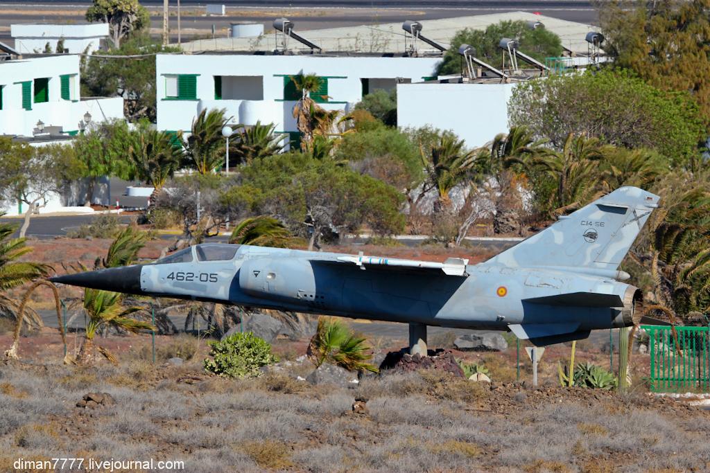 24 военную базу стоит такой Dassault Mirage F1M.