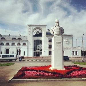 Вокзал и памятник А.Невскому