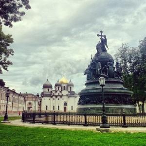 Памятник Тысячелетие России и тысячелетний Софийский собор