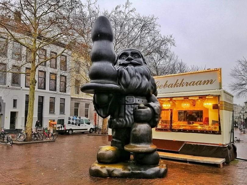 Памятник в Роттердаме