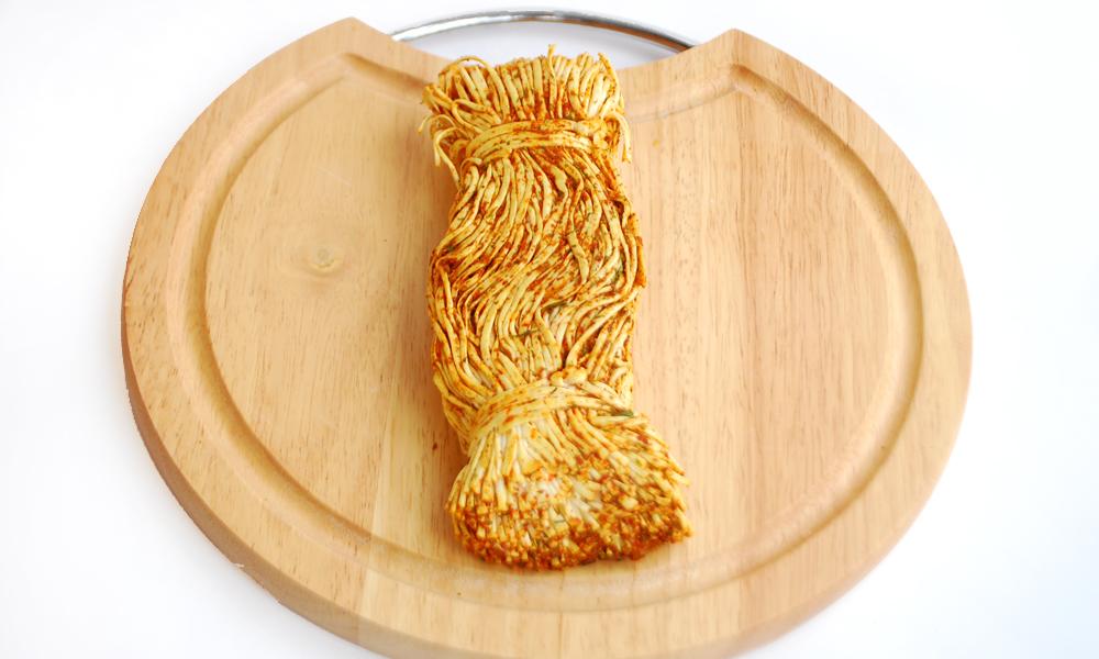 Сыр сулугуни соломка со специями (красный перец)
