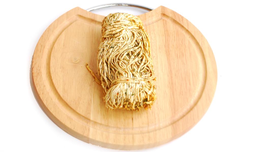 Сыр сулугуни соломка со специями (черный перец)