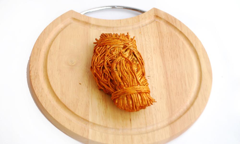 Сыр сулугуни соломка со специями копченый (красный перец)
