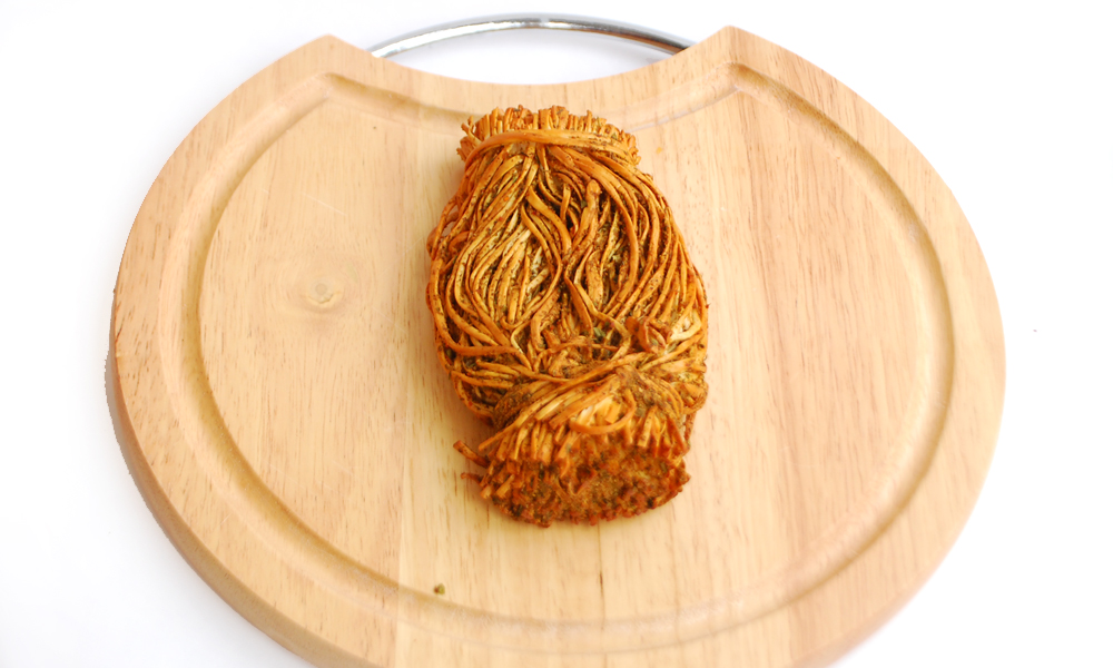 Сыр сулугуни соломка со специями копченый (черный перец)