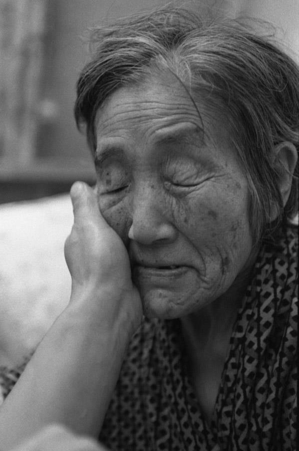 1996 г. Алма-ата. На «Пятницкой». Похоронив мужа, Вера Петровна уже совершенно обессилевшая и беспомощная, потеряв зрение, полтора года безропотно и терпеливо ждала встречи с супругом.