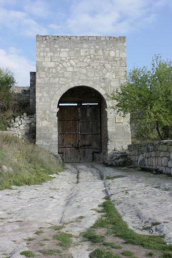 Восточные ворота на замке