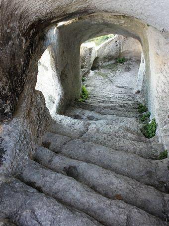 Туннель на вершину плато