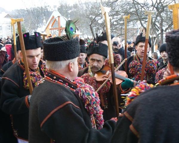 В центре партии - скрипач