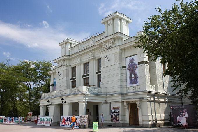 Евпатория. Городской театр